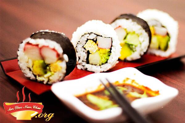 Cách làm Sushi cơm cuộn Nhật Bản thơm ngon tại nhà