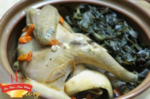 Cách hầm gà ngải cứu thơm ngon bổ dưỡng