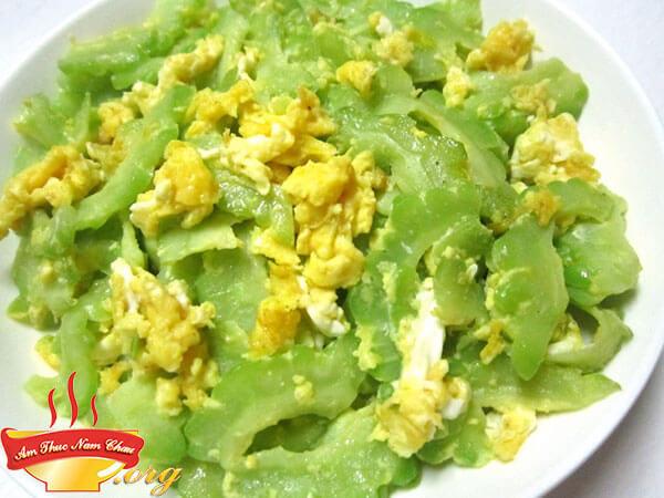 Cách làm món mướp đắng xào trứng thơm ngon ít đắng