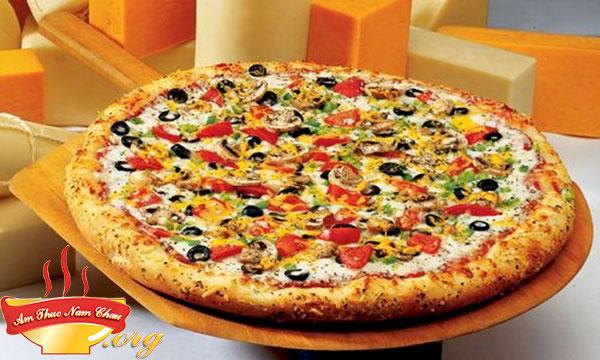 Cách làm pizza xúc xích bằng chảo hoặc lò vi sóng