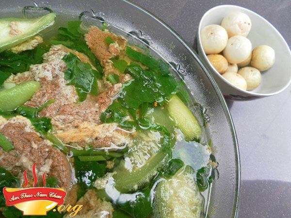 Cách nấu món canh cua mồng tơi rau đay thơm ngon đúng điệu