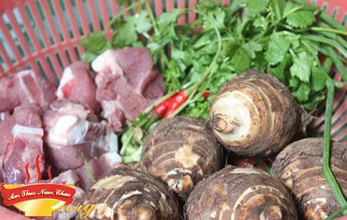 Nguyên liệu nấu món canh khoai sọ hầm xương