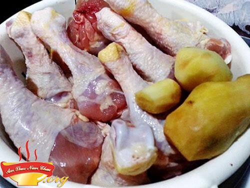 Cách rang thịt gà với gừng sả thơm ngon đúng điệu