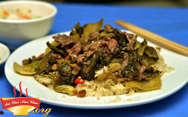 Cách nấu cơm rang dưa bò ngon chất lừ tại nhà