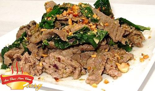 Trang trí thịt bò xào lá lốt
