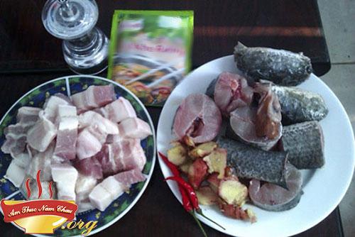 Chuẩn bị nguyên liệu nấu cá kho tộ