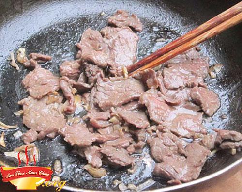 Xào thịt bò